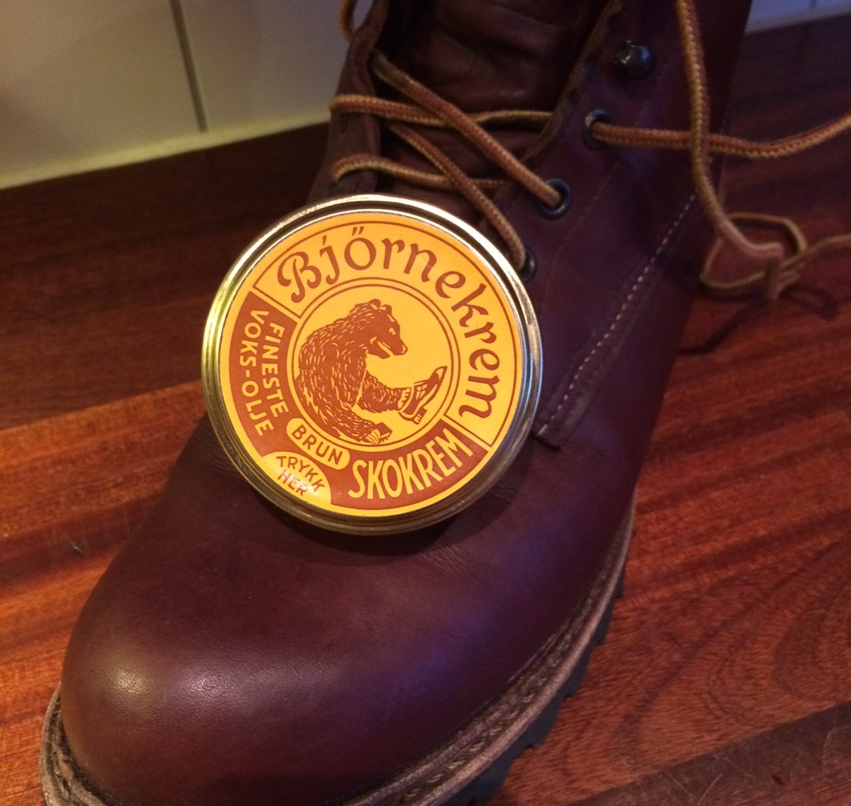 red wings and bear creme